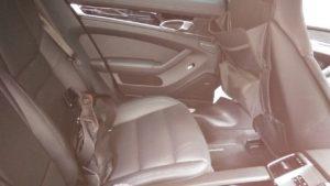 後部座席もちゃんと大人が座れそうです。911とかだと後部座席で長距離は不可能ですからね~
